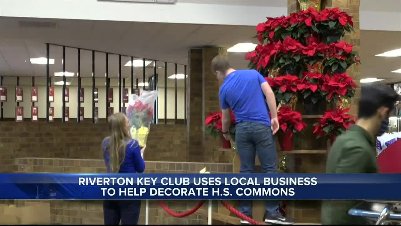 Key Club of Riverton spreads Christmas cheer decorating the high